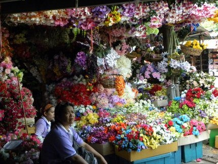 Thai lady selling flowers at Chatuchak Weekend Market. Photo credit: Jason Blanchard