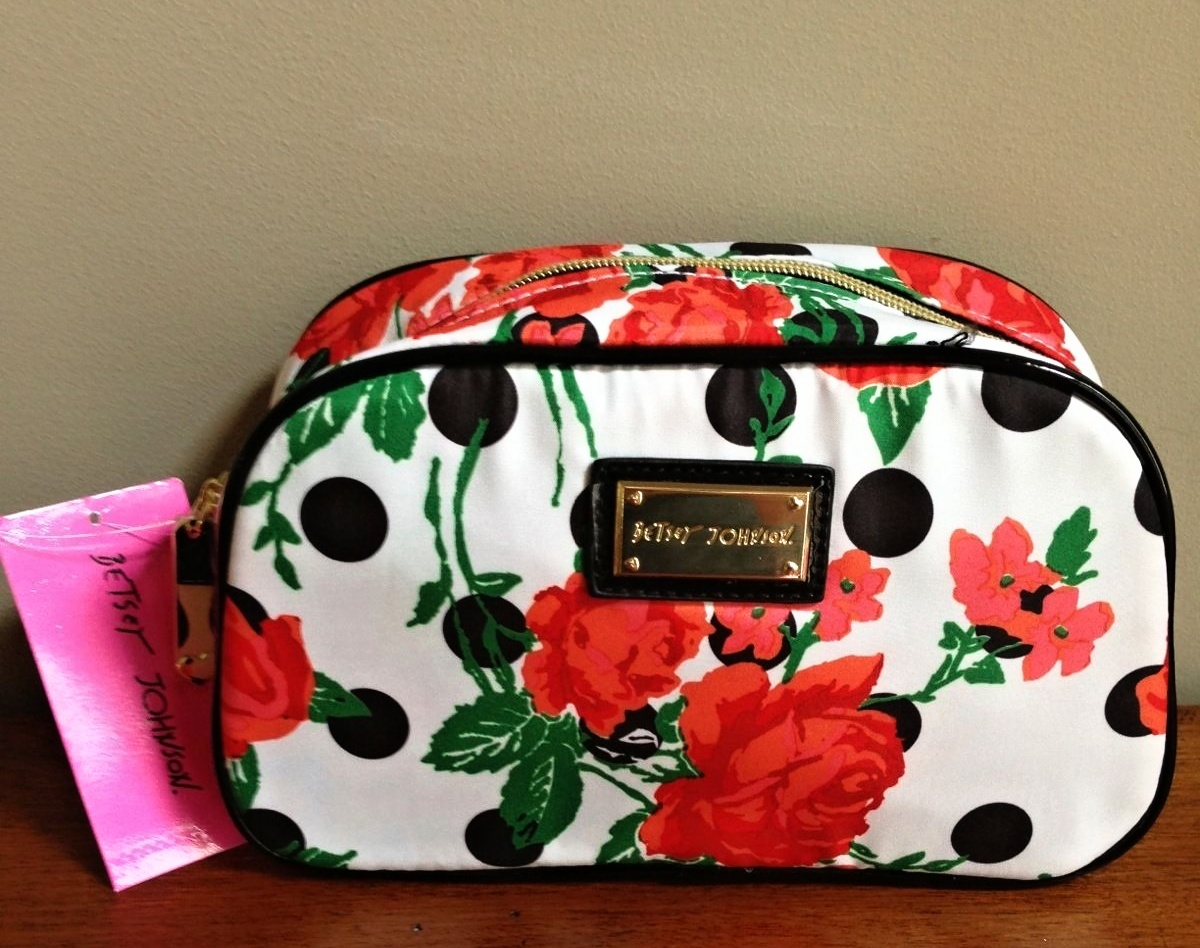 Cosmetic bag – Chronicles of a Travel Addict