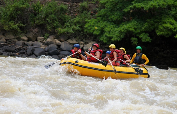 White water rafting in the Padas River (Photo courtesy of Borneo Wavehunters)