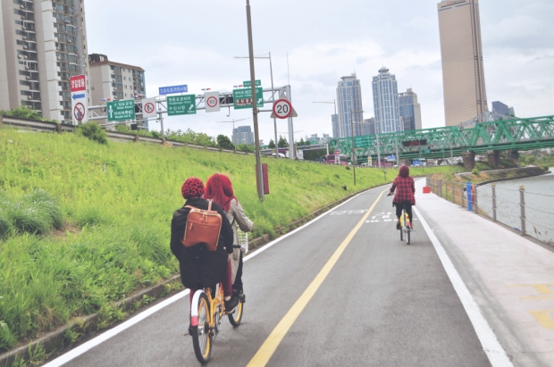 biking-han-river