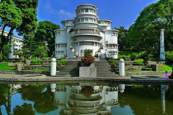 villa-isola-bandung-indonesia-by-celebrityabc